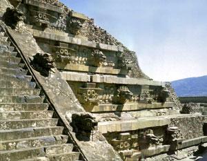 Храм Кецалькоатля в Теотиуакане.